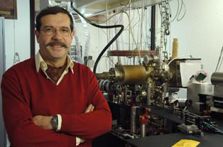 Des intuitions d'Einstein aux inégalités de Bell et aux bits quantiques: une nouvelle révolution quantique?