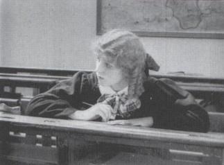 «Jeunes femmes savantes»